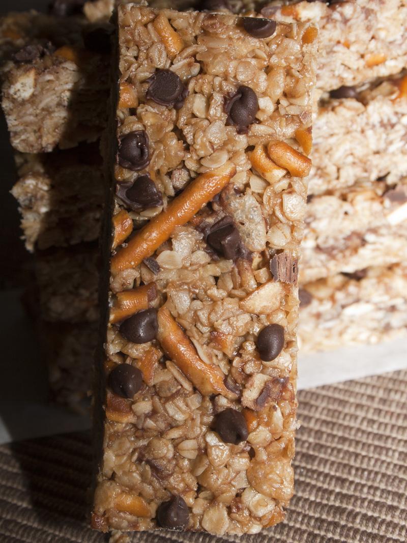 No-Bake Peanut Butter Pretzel Chocolate Chip Granola Bars | Bakerlady